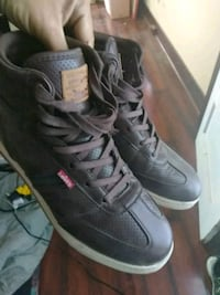 Levi's 10.5 casual hightop shoes
