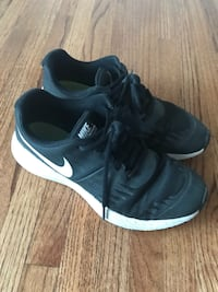 Boys runners / shoes - size 5. Calgary, T2T 0E7