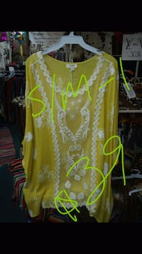 yellow and white floral scoop-neck shirt San Angelo