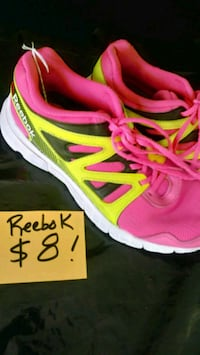 Reebok shoes size 6. Open at 9 Foley