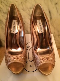 Gold open toe size 7 Palisades Park, 07650