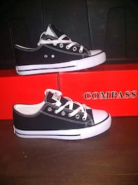 pair of black Converse low-top sneakers with box Los Angeles, 90002