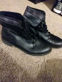 Small wedge boots size 10W Lansing, 48911