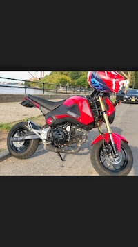 2015 Honda Grom 1,270 miles currently. Bike is like new!!! Open to trades !!  New York, 11370
