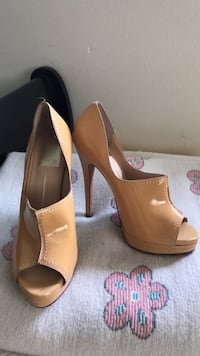 pair of brown leather pointed-toe pumps National City, 91950