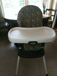 High chair changes into booster  Shepherdstown, 25443