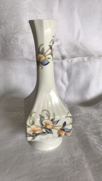 AYNSLEY vase   Made in England