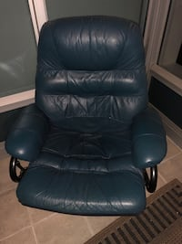 Leather chair Vancouver, V6C 3R1