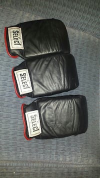 Select boxing gloves great condition  3691 km