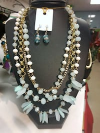 white and gold beaded necklace Toronto, M1B 0A7