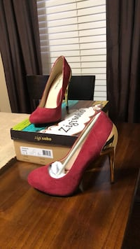 Red pump size 7.5, never worn Fultondale, 35068