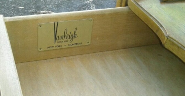 Vintage 1970s VANLEIGH Wood Table Fold Out Top b2685733-3660-4027-879f-5f3ab9e9a6a3