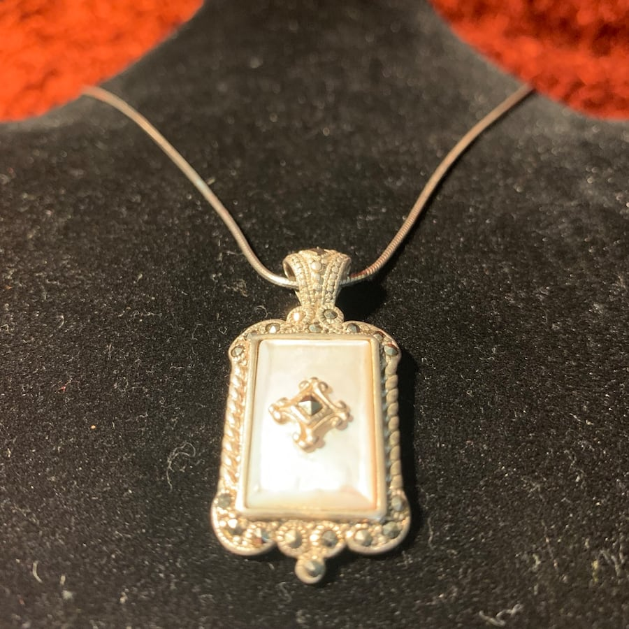 Antique Sterling Silver Mother of Pearl Pendant & Sterling Rope Chain ccb08416-074b-466f-ac25-eb43bb5fe12b