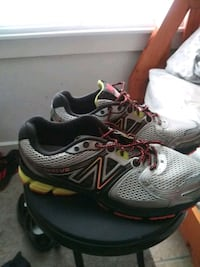 pair of gray-and-black New Balance shoes Saint Petersburg, 33711