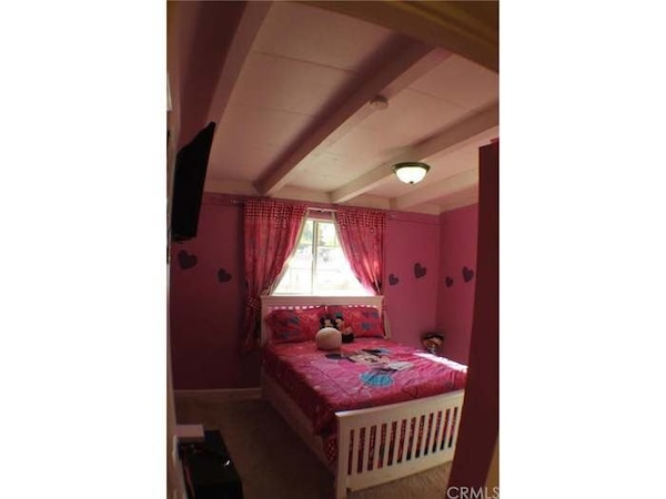 Minnie bed sheets n curtains for full bed.
