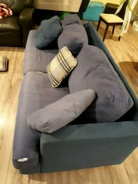 Blue couch  London, N6M 1M3