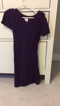 Size 4 knit sweater dress. Never worn Burnaby, V5E 3N5