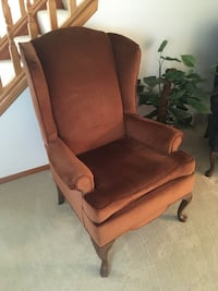 Large Cushioned Armchair Hinckley, 44233