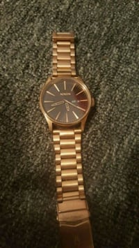 round gold-colored analog watch with link bracelet Winnipeg, R3B