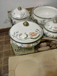 New in the box cookware very nice.must see