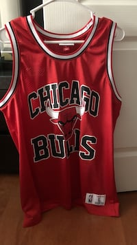 large red Chicago Bulls jersey Montréal, H1E 7C3