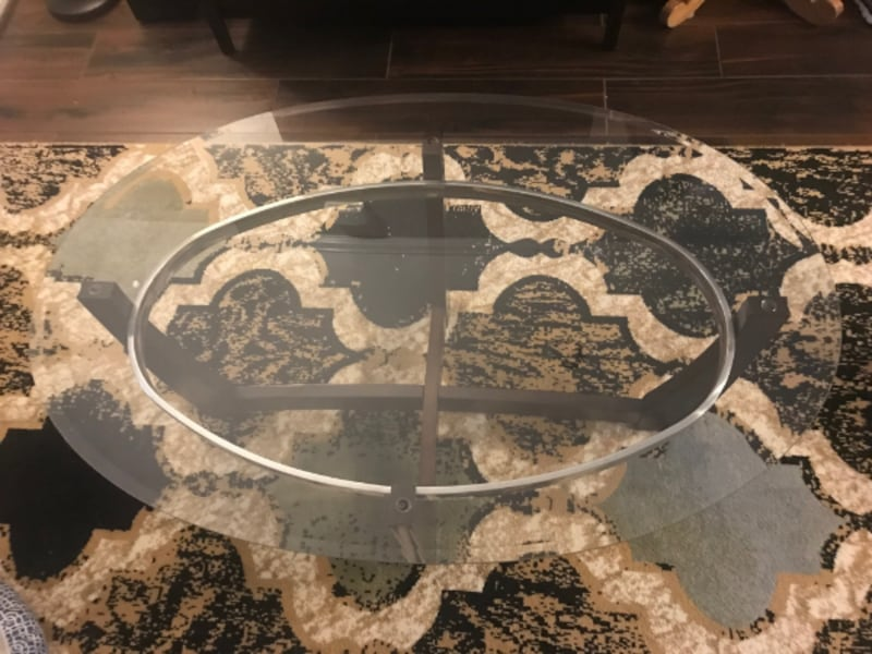 Like New Coffee Table (Delivery available within 10 miles) cb16e70a-ecbc-4907-8062-1fb8551d8d32