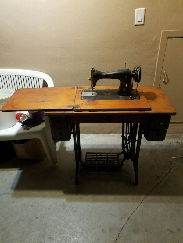 Antique Sewing Machine 40a5f8be-1695-491d-9f10-fbcac9ef9922