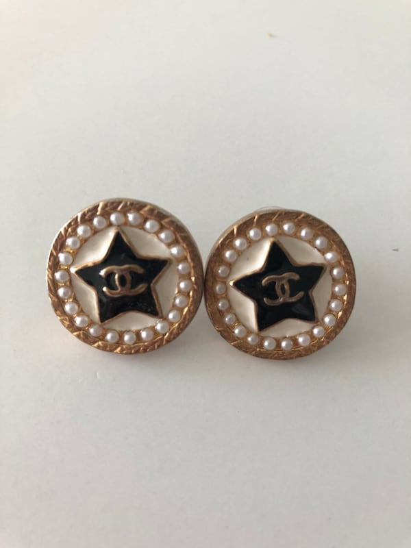 Chanel earrings 682e8b04-e7d5-44cb-a81e-f674d632a037