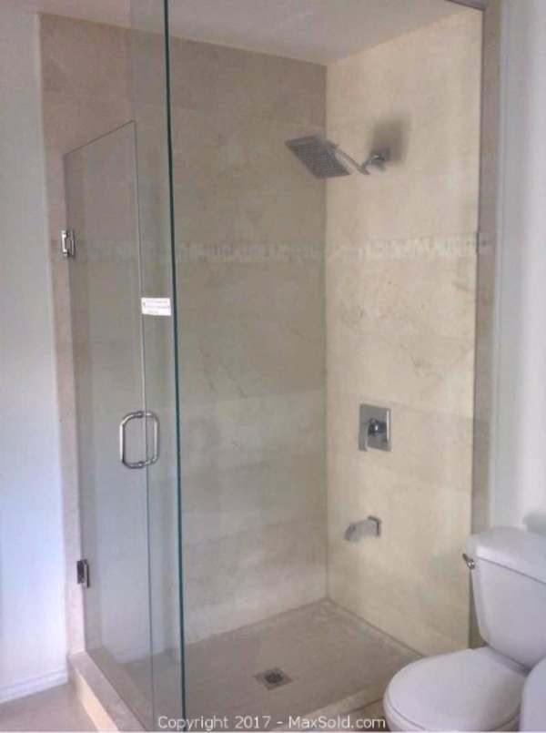 Used Glass Shower Enclosure for sale in Alnwick/Haldimand - letgo