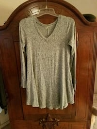 NWOT Light Grey Tunic Top Ocean Springs, 39564
