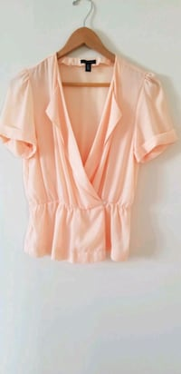 Dupe of aritzia babaton Sherman blouse peach small Vancouver, V6B