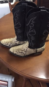 Men's size 8 rattle snake boots real!! Kitchener, N2P 1P1