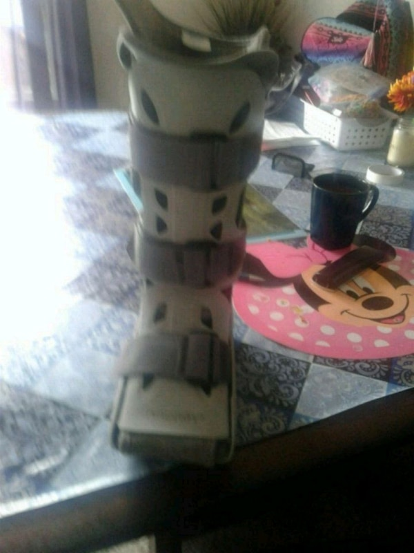 Air cast walking boot size 9