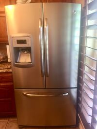 Beautiful stainless steel fridge perfect condition ! Springtown