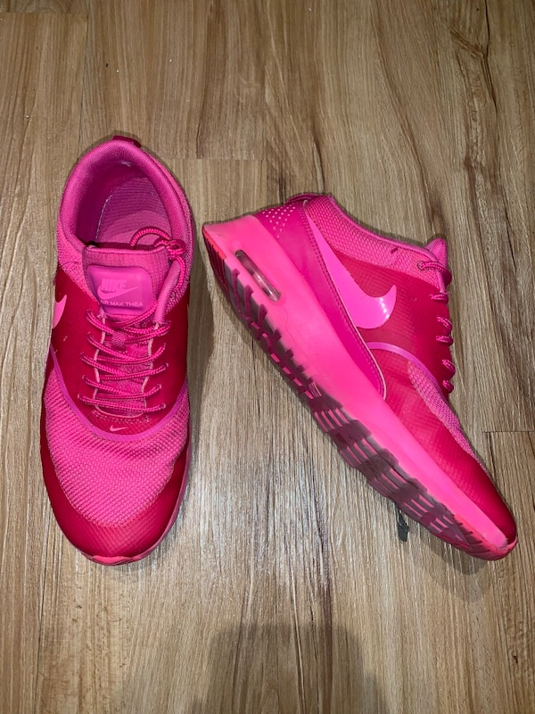 6cfec350ac4c2 Used Hot pink Nike sneakers size 8.5 for sale in East Lansing - letgo