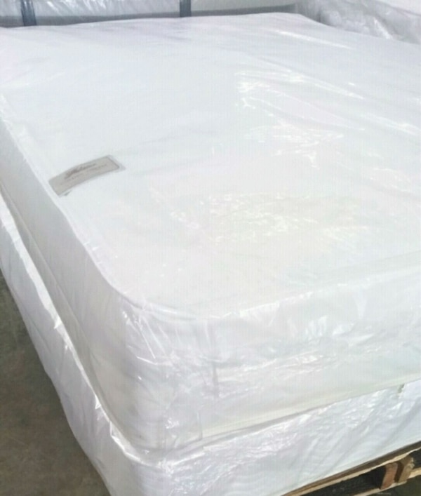 Queen Mattress And Box Spring  0