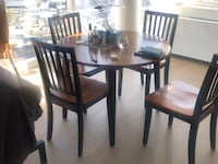Perfect wood dinner table 4 chairs  New York, 11101