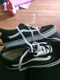 vans shoes/womens/size 9 1/2  Hershey, 17033