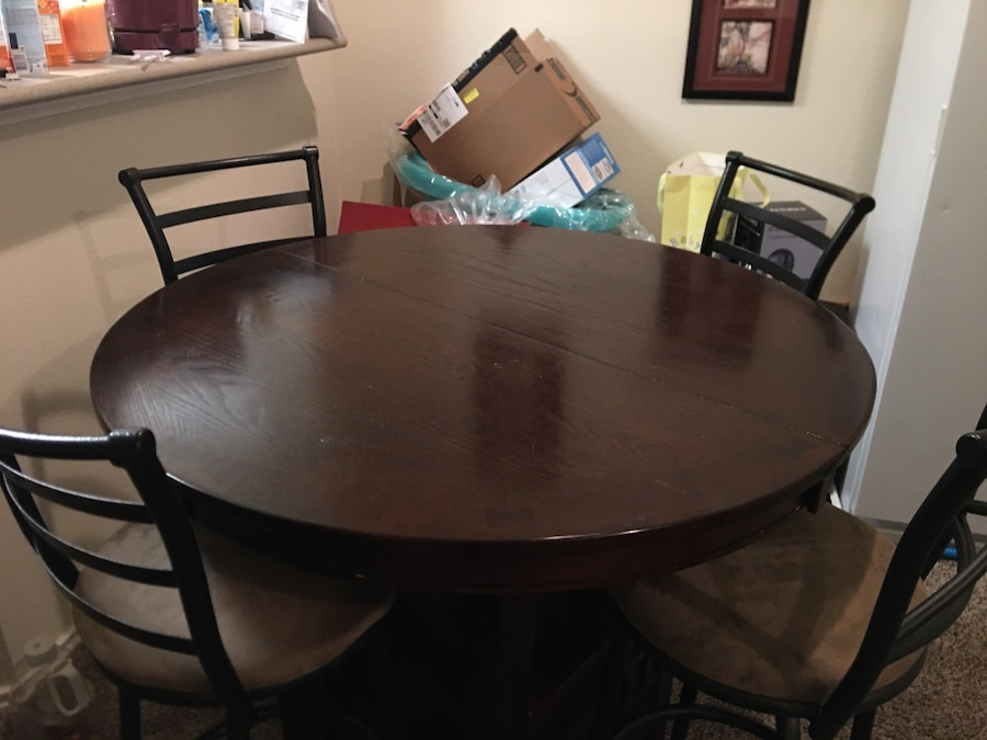 Photo Counter Height Dining Table/ bonus chairs. Moving.