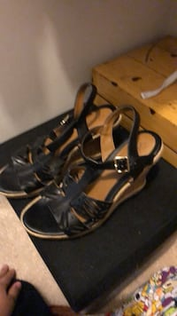Pair of black leather strappy heeled sandals Murfreesboro, 37130