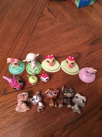 5 dogs and 5 standing littlest pet shop toys   Algonquin, 60102