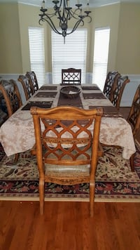 Dining table and chairs w/Hutch