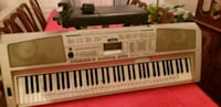 Yamaha DGX300 piano with stand and bench Plano, 75023