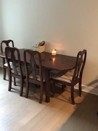 Vintage Dining Room Table W/ 5 Chairs  Baltimore, 21202