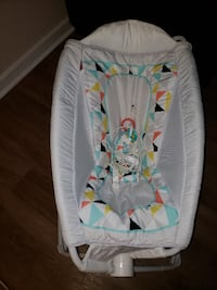 baby's white and green bouncer 36 km