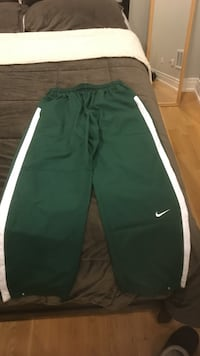 green Nike track pants Chicago, 60622