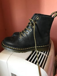 unpaired black leather work boot Chino, 91710