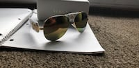 black framed Ray-Ban aviator sunglasses with case Victoria, V9A 1L1
