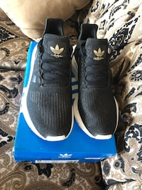 Adidas shoes sparkle gold  Halifax, B2Z 1G5