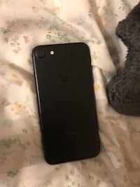Jet black iphone 7 Vaughan, L4H 2T7